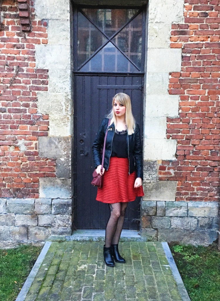 look-black-and-red-2