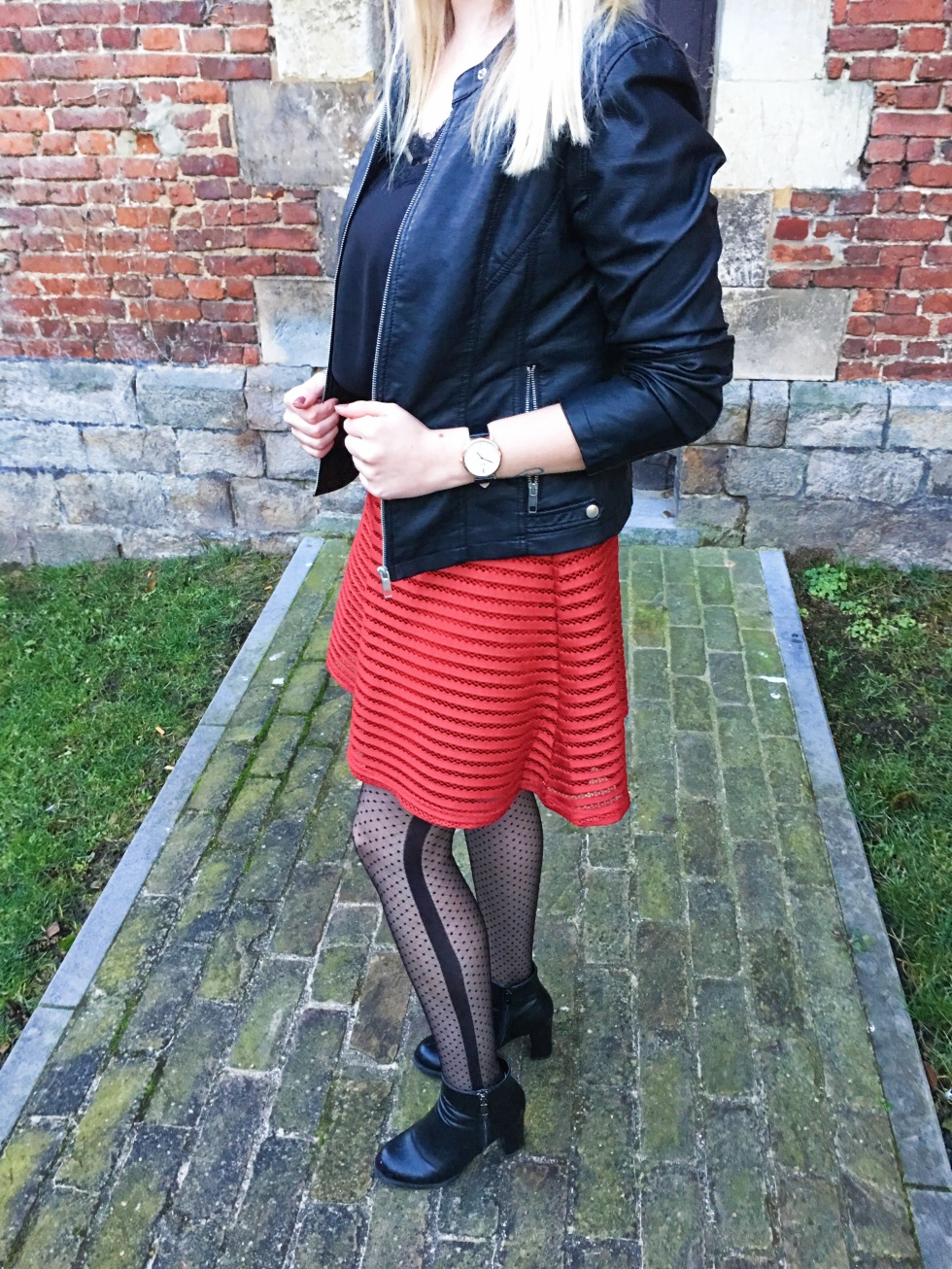look-black-and-red-3