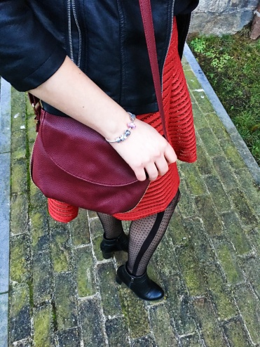 look-black-and-red-4