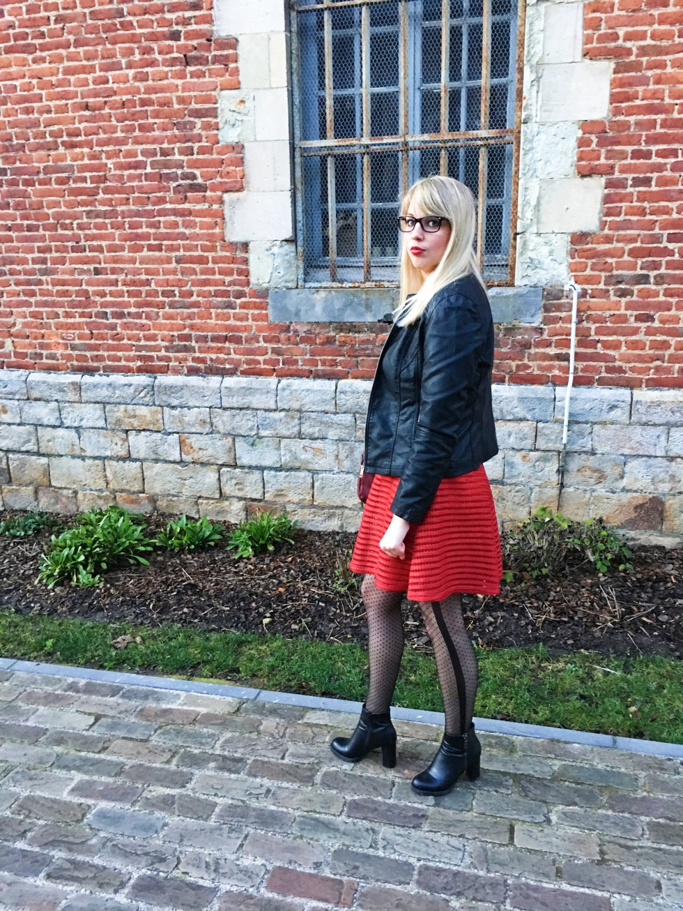 look-black-and-red-7