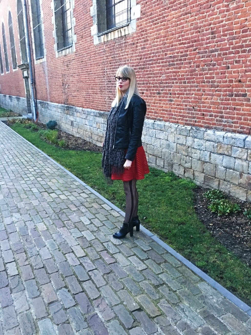 look-black-and-red-8